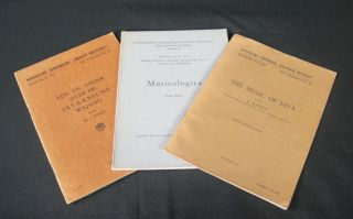 Collection of 3 Performing Arts Related Booklets: The Music of Java; Musicologica; Een en Ander...